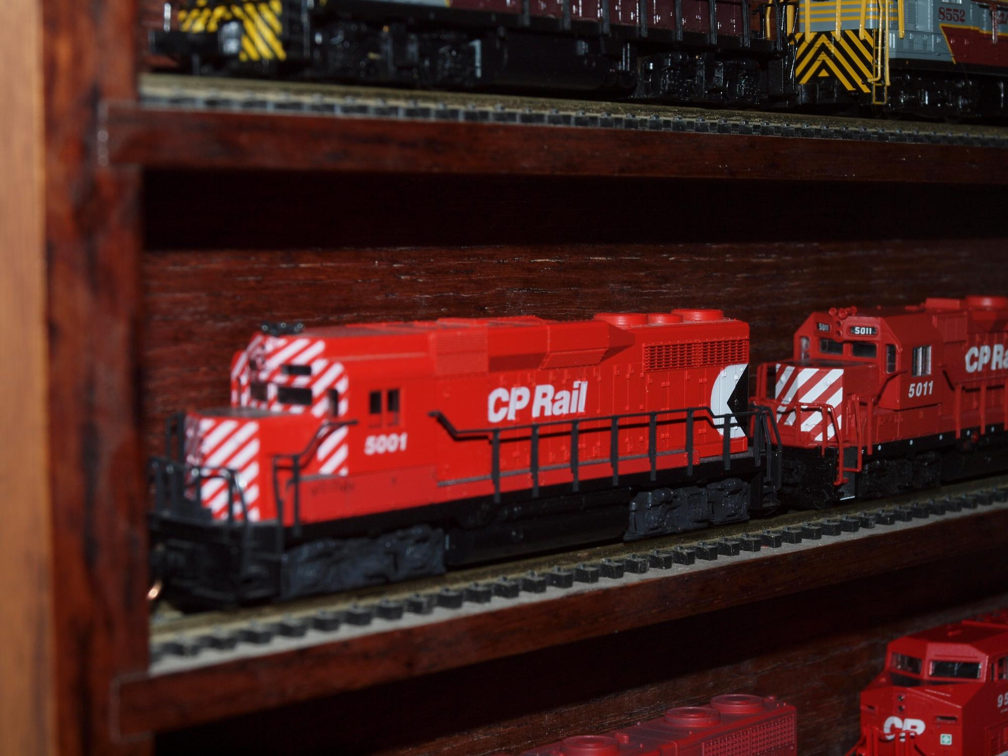 Atlas N scale 4705 EMD GP30 CP Rail #5001 - - Trainz Auctions